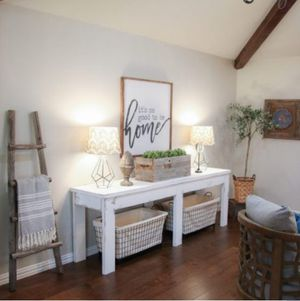 Rustic console table for Sale in Pittsburgh, PA
