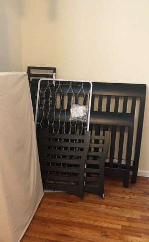 Bonavita convertible crib to bed for Sale in New York, NY
