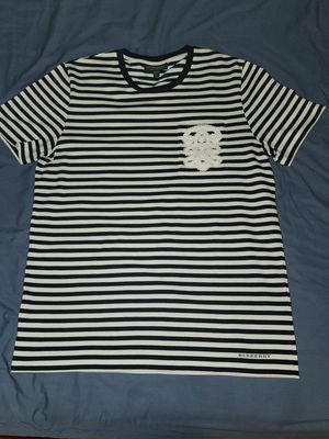 BURBERRY ZEBRA STRIPE TEE for Sale in Queens, NY