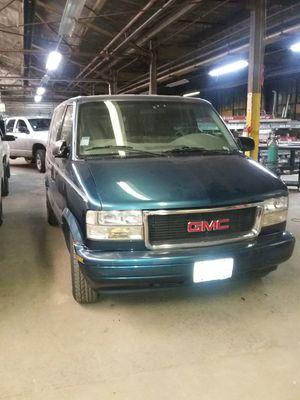 2000 GMC Safari minivan for Sale in Bellwood, IL
