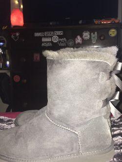 Size 8 Gray Woman's Uggs for Sale in Mountlake Terrace,  WA