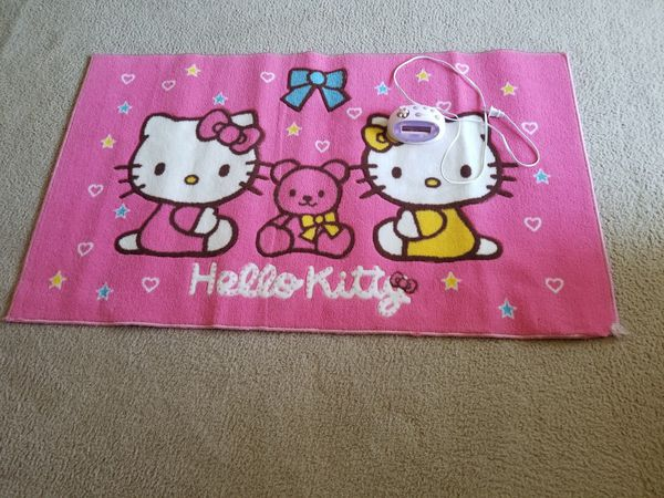 Hello Kitty carpet and clock