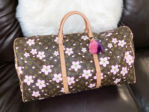 Gorgeous Duffle Bag for Sale in Chandler, AZ