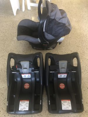 Britax Baby Carrier and 2 car bases. Excellent condition for Sale in Oakland Park, FL
