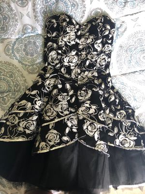 Black and white floral homecoming dress for Sale in Carnegie, PA