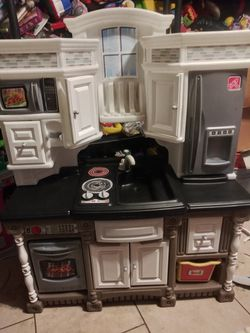 Refurbished Play Kitchen $50 With Assessories Not Pictured for Sale in Phoenix,  AZ