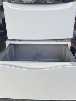 Kenmore Washer And Dryer Pedestals for Sale in Edgewood,  WA