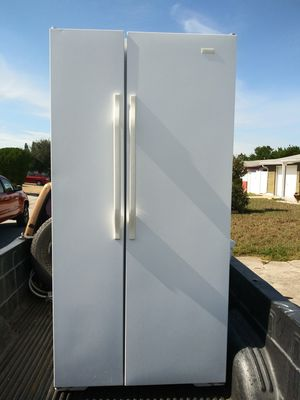 Magic chef refrigerator white very very clean very clean excellent condition for Sale in NW PRT RCHY, FL