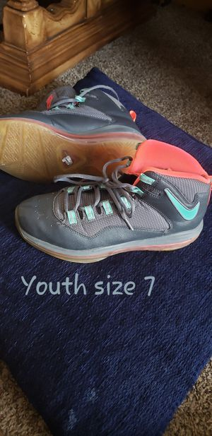 Nike tennis shoes youth size 7 for Sale in Franklin, TN
