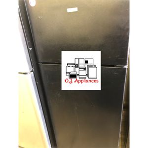 Black hot point top mount refrigerator for Sale in Parma, OH