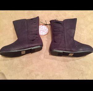 NWT, Girl Size 7 - 8 Black Fringe Boots for Sale in Bountiful, UT