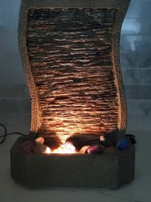 HoMedics EnviraScape Mini Wall Illuminated Relaxation Fountain WFL-MWALL for Sale in Cliffwood, NJ