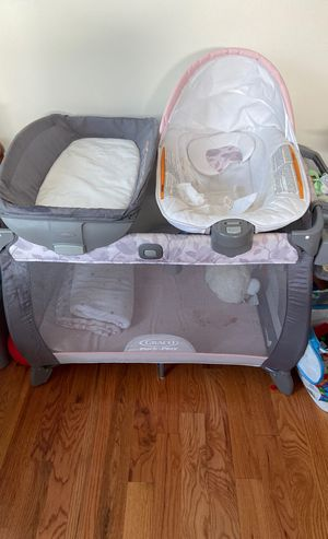 Graco 3 in 1 pack and play for Sale in Staten Island, NY
