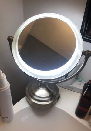 Vanity mirror, Perfect for makeup for Sale in Los Angeles, CA