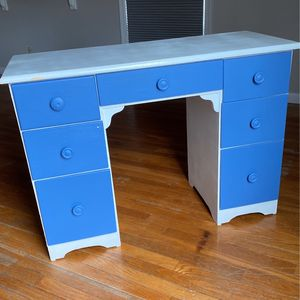Kids Desk for Sale in Berwyn, PA