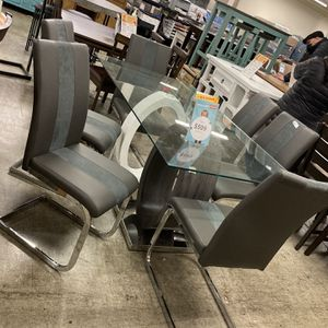 Outlet Furniture- Bedroom Sets, Sectionals, Couch, Kitchen Islands, Tables, Coffee Tables, Futons Etc for Sale in Villa Park, IL