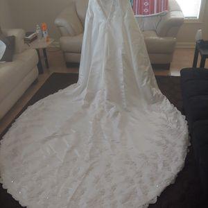 Wedding Dress Long Tail for Sale in Tucker, GA