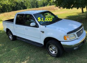 🌿🍃$1,OOO I'm seling URGENTLY 2OO2 Ford F-150 XLT Super Crew Cab 4-Door Pickup Very strong V8 Runs and drives very smooth🌿🍃 for Sale in Los Angeles, CA