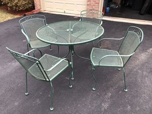 Patio furniture set (table with 4 chairs) for Sale in Alexandria, VA