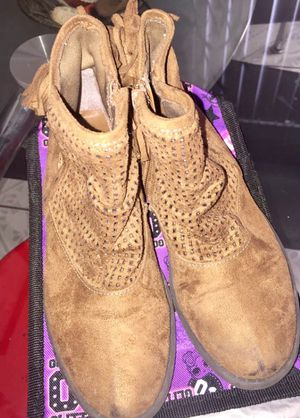 Brown sugar boots size 1 for Sale in Bell, CA