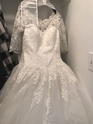 Wedding dress ball gown sz 12 for Sale in Houston, TX