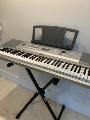 Full Size Yamaha Keyboard, Collapsable Stand, Cover, Headphones for Sale in Miami, FL