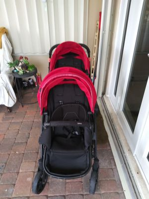 Double baby stroller for Sale in Fort Lauderdale, FL