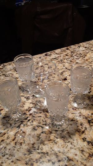 5 WINE GLASSES for Sale in Chicago, IL