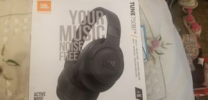 JBL tune 750BT Headphones over the ears with active noise cancellation for Sale in Tacoma, WA