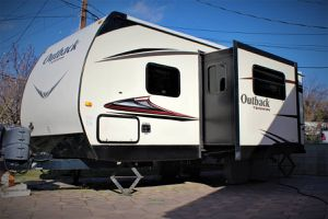 2015 keystone outback 220TRB for Sale in Tujunga, CA
