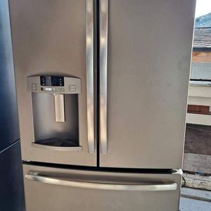 G.E Refrigerator for sale for Sale in Bakersfield, CA