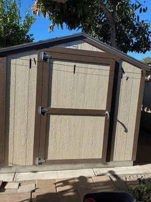 8×10 TUFF SHED NOT EVEN A YEAR OLD GOOD CONDITION, U DISMANTLE AND REMOVE for Sale in Newport Beach, CA
