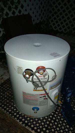 Hot water heater for Sale in North Miami Beach, FL