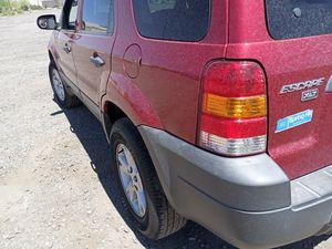 SUV! COLD AC! 2006 FORD ESCAPE 4X4 SIMILAR TO CRV RAV4 SANTA FE TUSCON EXPLORER for Sale in Phoenix, AZ