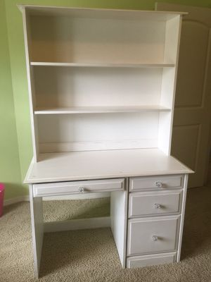 Desk and removable hutch for Sale in Houston, TX