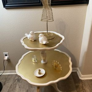 Vintage Pie Crust 2 Tier Decor table for Sale in San Diego, CA