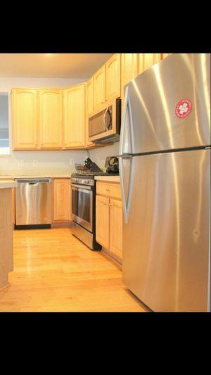 New Whirlpool 20.5-cu ft Top freezer for Sale in Alexandria, VA