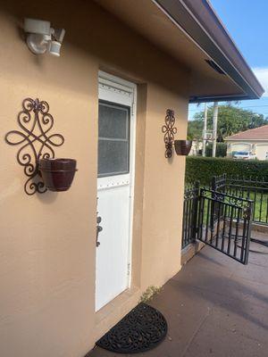Flower planter for Sale in Fort Lauderdale, FL