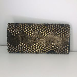 Black and gold purse for Sale in Oxon Hill, MD