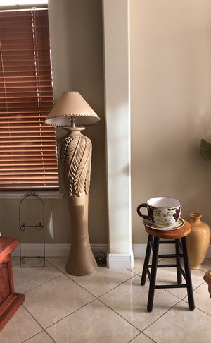 Lamp post electric 5 feet tall for Sale in Orlando, FL