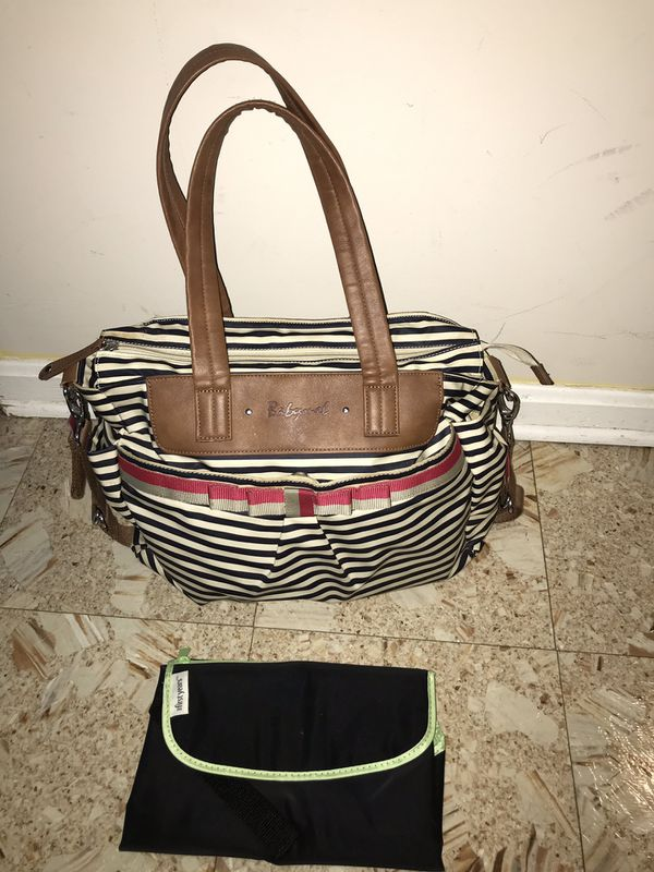 Baby diaper bag with changing pad in great condition.