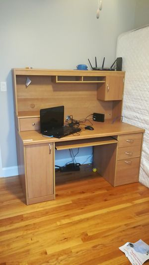 Desk with hutch for Sale in Glendale Heights, IL