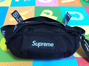 Supreme Waist Bag SS18 black for Sale in Brooklyn, NY