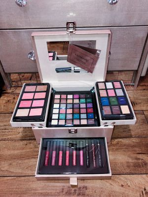 Ulta Beauty 67 Piece Makeup Box for Sale in Los Angeles, CA