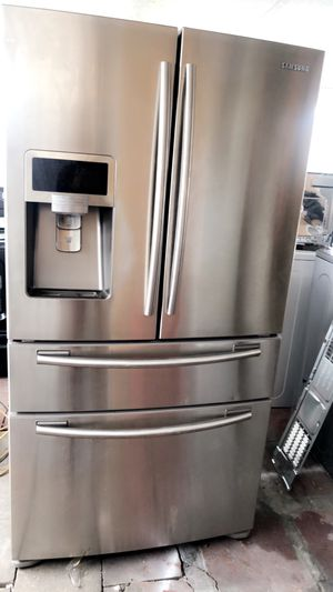 SAMSUNG STAINLESS STEEL REFRIGERATOR LIKE NEW IN PERFECT CONDITIONS WITH WARRANTY. BELLA NEVERA SAMSUNG COMO NUEVA for Sale in Hialeah, FL