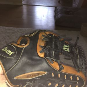 "Wilson A3000 EXO TECH 11.50"" Glove for Sale in Tacoma, WA"