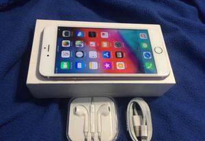 UNLOCKED 32GB IPHONE 6S PLUS WITH ACCESSORIES for Sale in Boynton Beach, FL