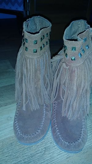Size 7 minnetonka fringe boots for Sale in Belton, TX
