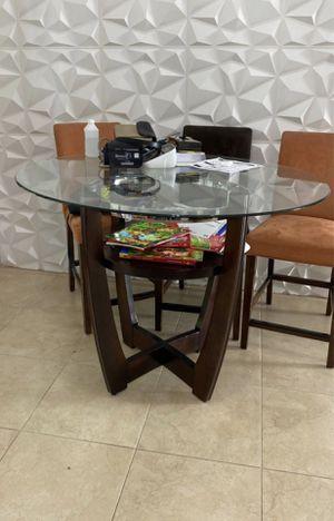 Mesa de comedor crystal y madera con sus 4 sillas - DINNING TABLE for Sale in Miami, FL