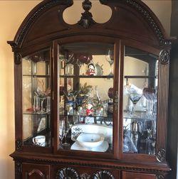 89inx50in Vintage Mahogany China Cabinet for Sale in Alexandria,  VA